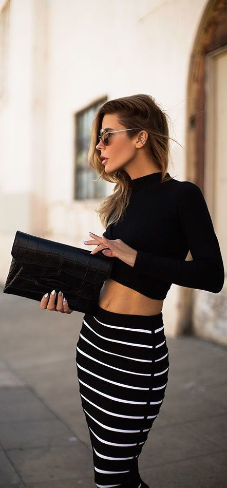 street style / crop top + black and white stripes