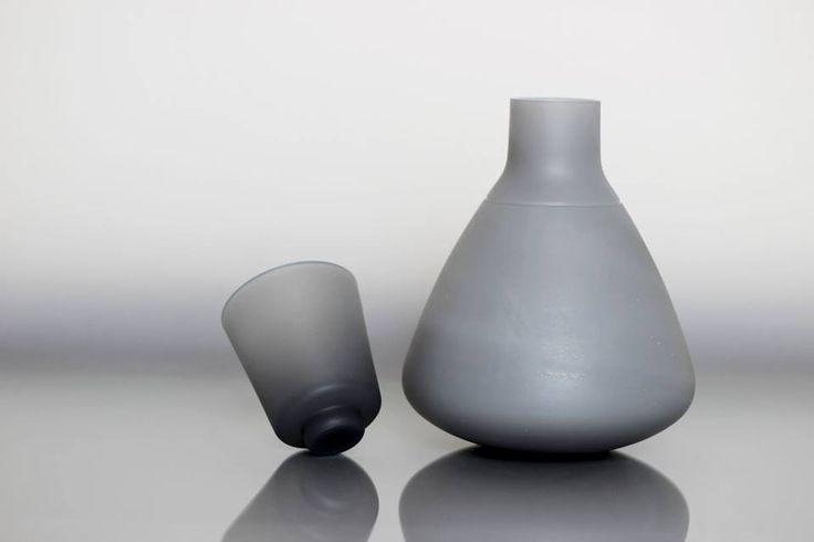 Barbora Štefánková: Future - karafa s kalíškem, který zároveň slouží jako uzávěr (decanter and thumbler)
