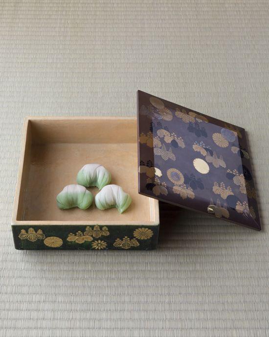 Japanese sweets on maki-e box from Edo period (1603~1868)