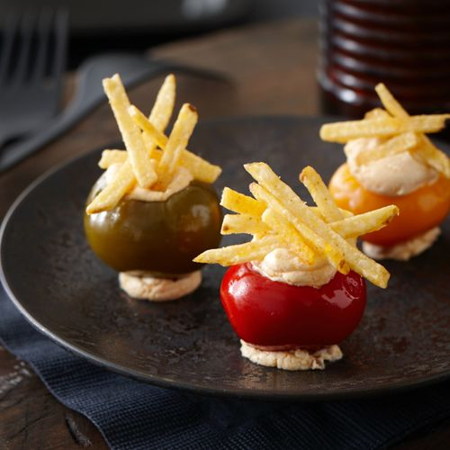 Perfect as a cocktail party canapé, these crisp and creamy bites are filled with an exceptionally savoury blending of sun-dried tomatoes, shallots, cheese, and a touch of fiery peperoncini piccanti. Topped with smoky hickory sticks, it's a crowd-pleasing canapé that takes mere minutes to make.