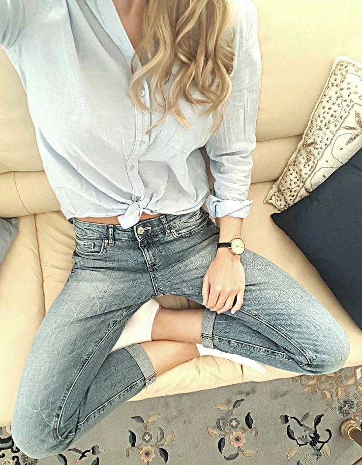 Stone washed loose jeans, light blue shirt - josieholmlund