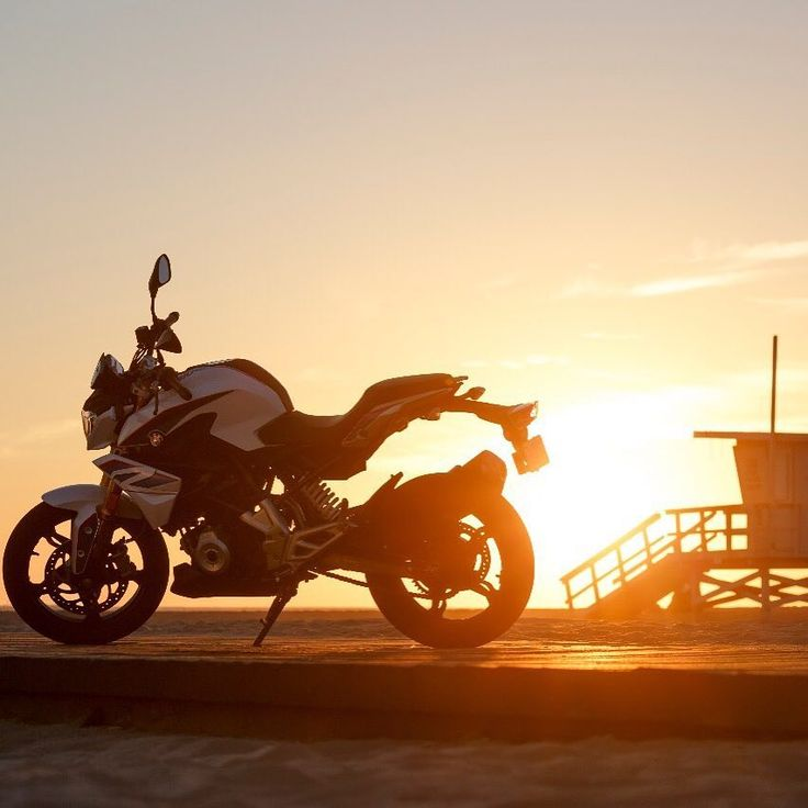 You cannot always end your business day at the beaches, but if so you should enjoy the sundown after a good ride. #MakeLifeARide #G310R #bmwmotorrad #challengethecity #losangeles #launch