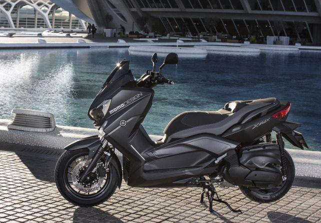 Le Xmax 400 Momo Design gagne en sportivité grâce à ses accessoires exclusifs