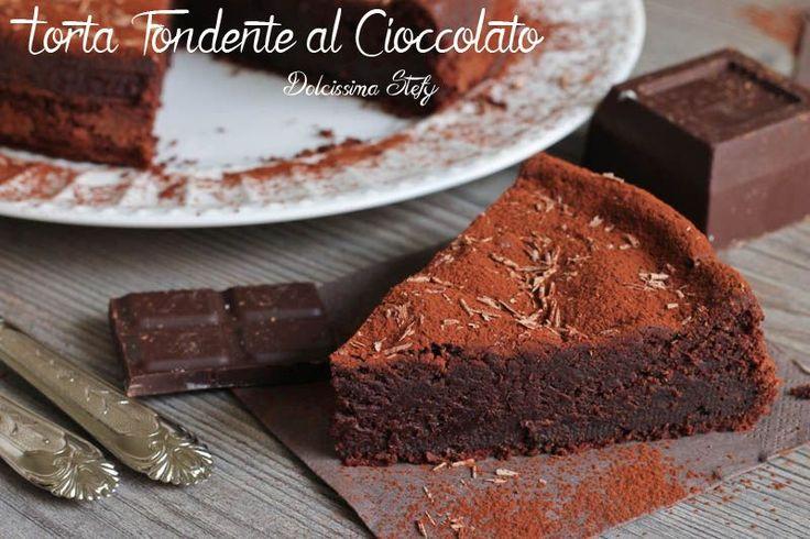 Una morbida,cremosa e irresistibile Torta Fondente al Cioccolato..dopo pranzo,a merenda o dopo cena sarà sempre gradita da tutti :D
