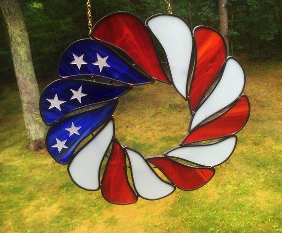 SUNCATCHER – Stained Glass Flag Wreath