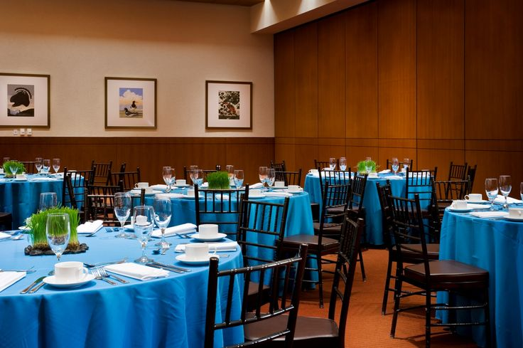 Turquoise table cloths and living centerpieces brighten up this museum event taking place in the Oak Room.