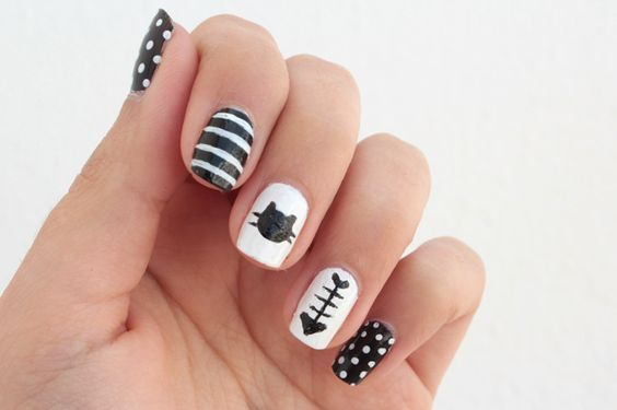 diseños de uñas de gato , uñas decoradas congatos http://decoratefacil.com/unas-decoradas-con-gatos/