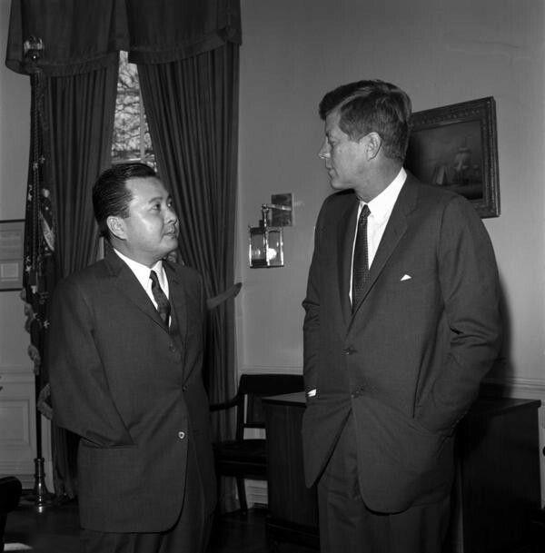 "Daniel Ken ""DAN"" Inouye and 35th U.S. President John Fitzgerald ""Jack"" Kennedy / ダニエル・ケン・""ダン""・イノウエ [ 井上 健 ] と第三十五代米国大統領 ジョン F ケネディ"