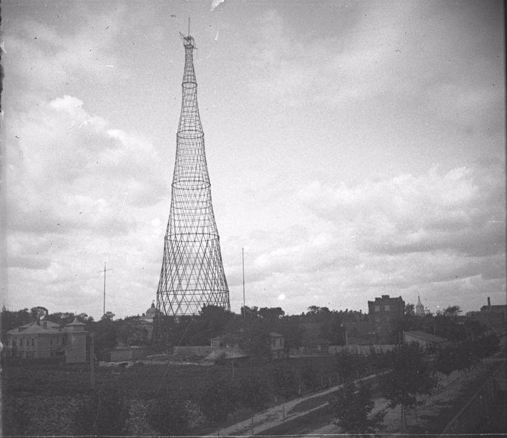 De hyperboloide tv-toren van Vladimir Sjoechov bij Moskou gebouwd in 1920 wordt niet langer bedreigd met sloop maar een donatie is nog altijd welkom.