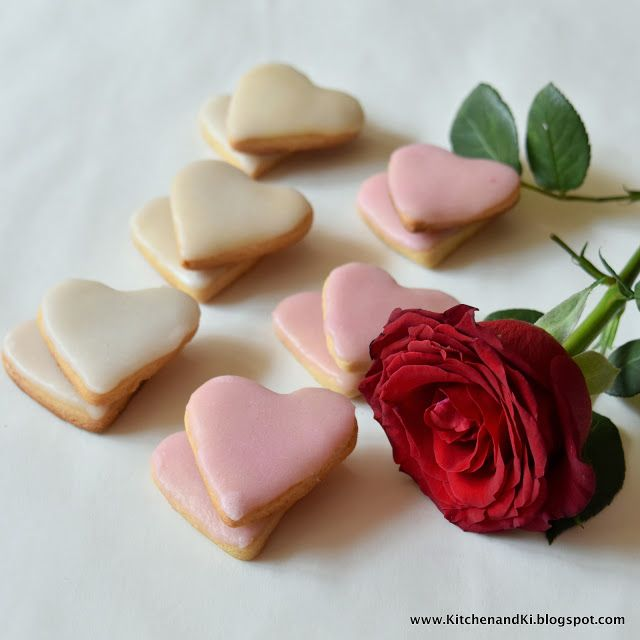 Cookies and roses, hearts and flowers, pink and red.. ombre love it all!