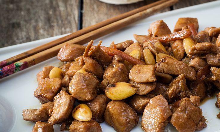 Pollo en salsa de almendras, la receta que une sabor y textura