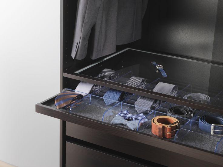 KOMPLEMENT serie | #IKEAcatalogus #nieuw #2017 #IKEA #IKEAnl #glasplaat #uitrekbareplank #verdeler #slaapkamer #garderobe #PAX