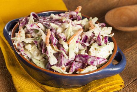 Γλυκόξινη σαλάτα με μήλο και λαχανικά