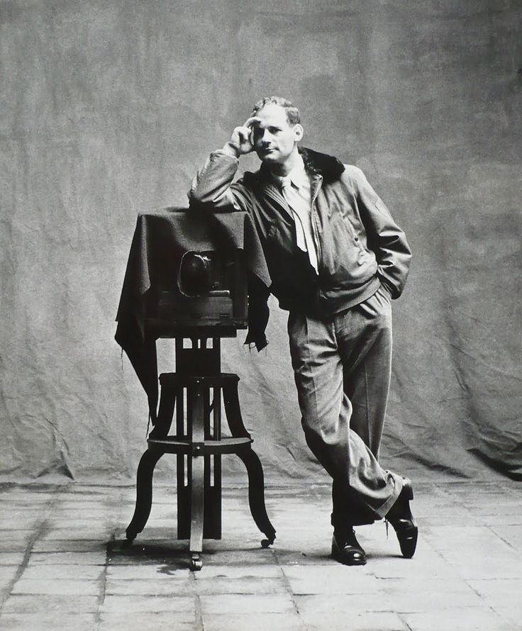 Irving Penn, self-portrait http://theredlist.fr/wiki-2-24-525-1451-view-self-portrait-profile-self-portrait.html#photo