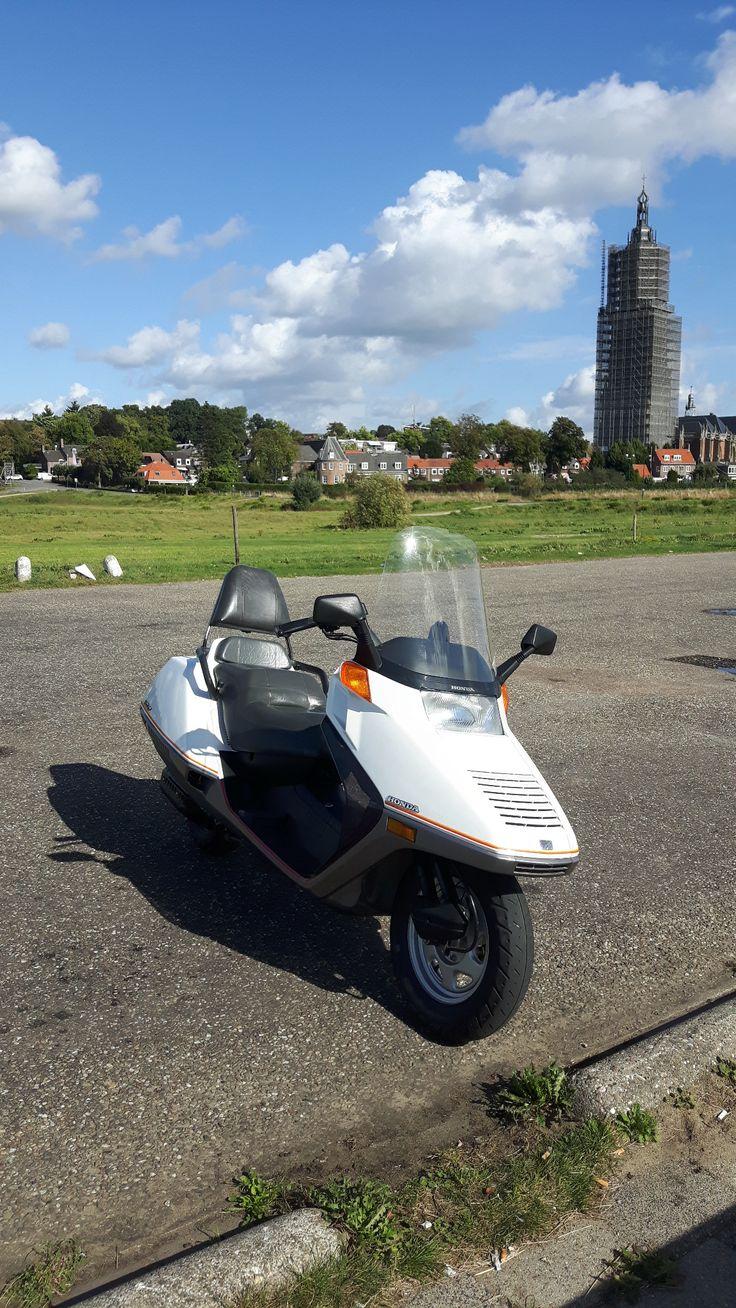 Honda Helix, Cuneratoren op de achtergrond.