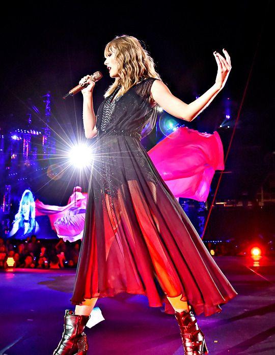 Rep Tour Santa Clara   *Taylor Swift* in 2019   Taylor swift, Taylor