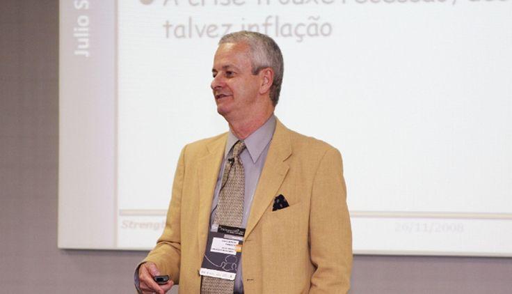 Julio Sergio Cardozo é professor de Finanças nos programas de MBA da IBE-FGV, é membro do Conselho de Administração da Saraiva S.A. Livreiros e Editores, membro do Comitê de Auditoria da Fibria e diretor na Julio Sergio Cardozo & Associados.