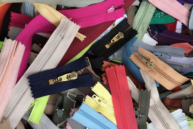 Rua Joli, Brás, São Paulo. Compras de tecidos, tecidos baratos. Zíper, aviamentos, costura, colorido, Karina Belarmino