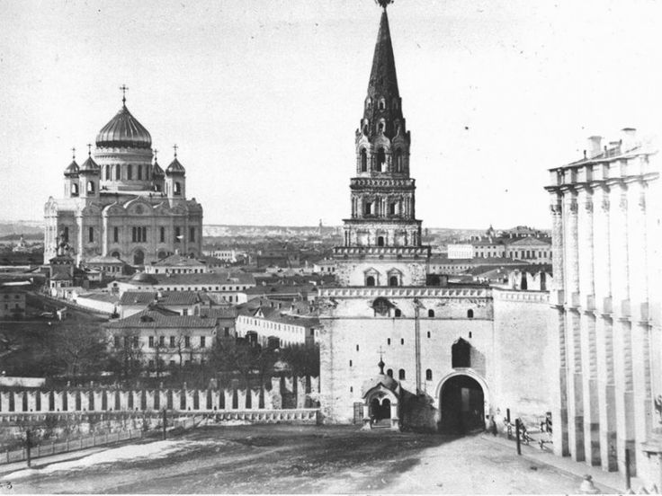 The Church of Christ the Savior in Moscow with no scaffolding in 1860.