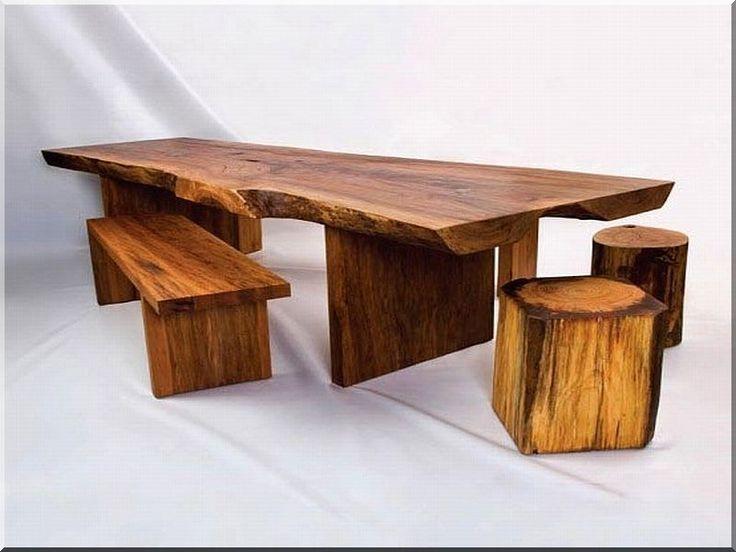 Antik asztal paddal és ülőkékkel