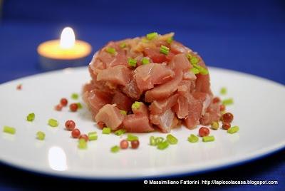 tartare di tonno pinna gialla con zenzero sotto aceto, gambi di prezzemolo e salsa di soia
