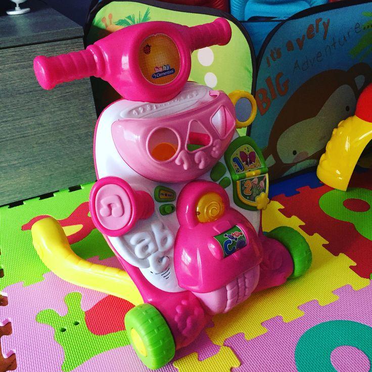 Nuovo mezzo di trasporto...primi passi a go go 😊😊😊 #babymarilisa #marilisa #primipassi #babyclementoni #valentinascooterina #babygirl #baby #babygirl #bimba #bambini #kids #clementoni #child #play #giochi #instakids