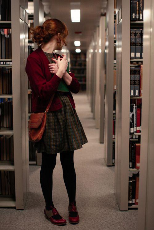 Los ecos de la risa de un niño rebotó en las paredes, haciendo Anthea volver la cabeza en la confusión y fear.mainly porque la biblioteca estaba vacía aparte de ella.