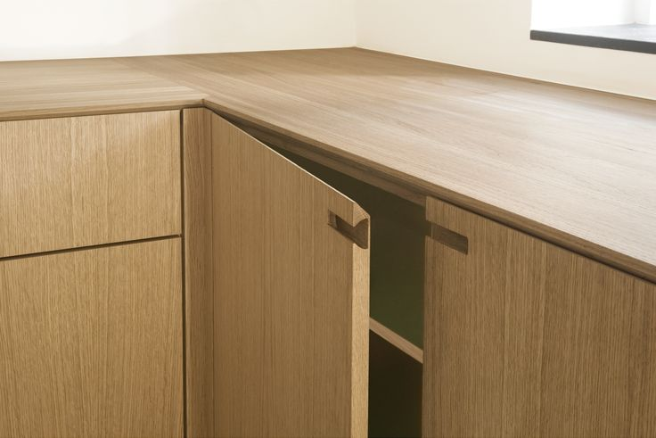 The handles underline the compository expression of the kitchen.