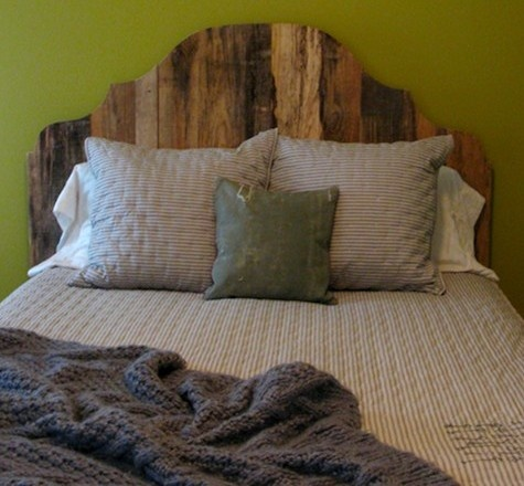 Great headboard! Simple, rustic and very, very cool!