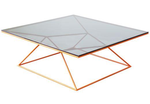 MESA DE CENTRO WINGMAN Geométricamente encantadora, nuestras mesas Wingman se han convertido en uno de los íconos de Bombox. Escoge entre mas de 40 colores electroestáticos y crea una Wingman para ti.  Base en pintura electroestática. Tapa en MDF o vidrio.