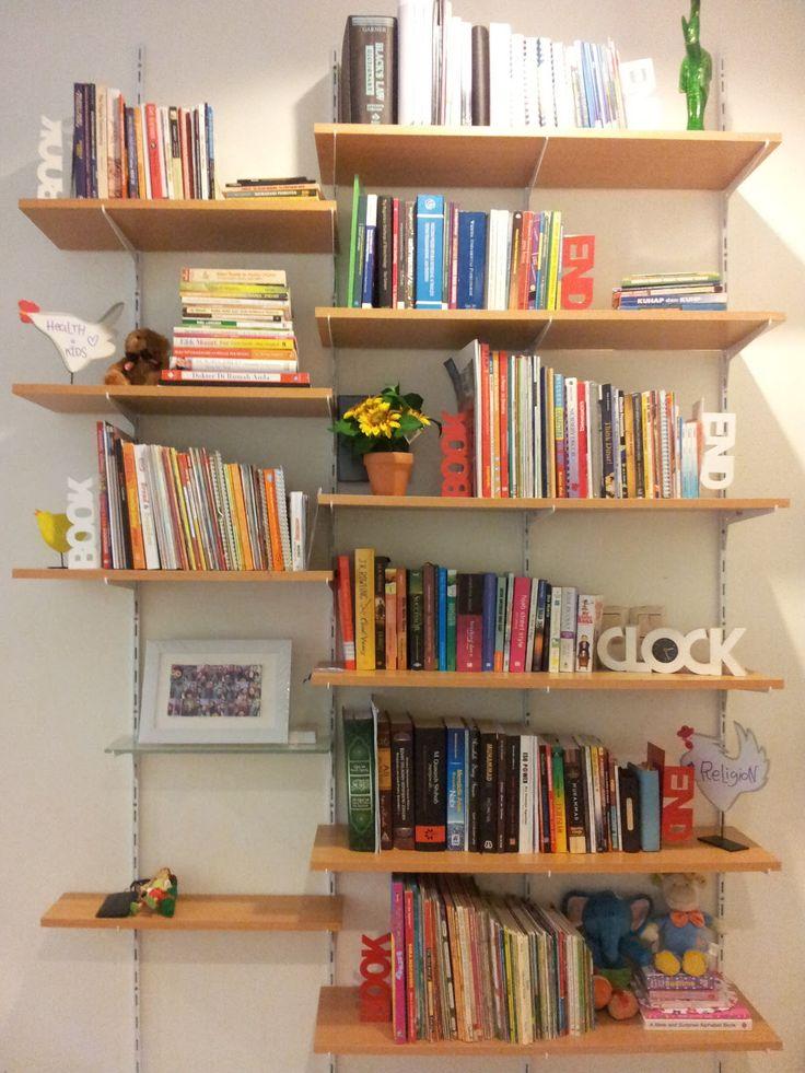 80 Desain Rak Buku Unik, dan Minimalis - Bagi anda yang memiliki hobi membaca buku, bukan hal yang mudah untuk masuk ke toko buku tanpa mem...