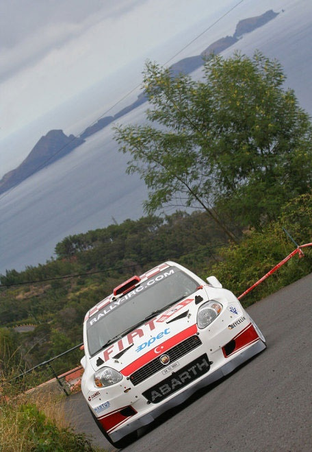 The Fiat Abarth Grande Punto S2000 nears the end of its climb!