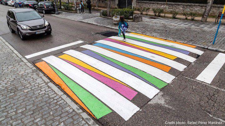 As faixas de pedestres estão presentes na rotina de quem caminha pelas cidades e também dos motoristas que passam por elas diariamente. Porém, esta sinalização já se confunde tanto com a paisagem urbana que muitas vezes sequer notamos quando passamos por ela. Isso, é claro, se a faixa em questão não tiver sido alvo da …