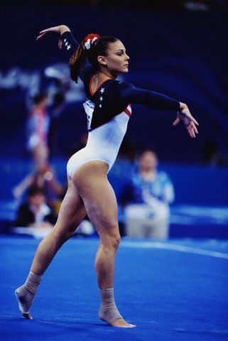Jamie Dantzscher on floor at the 2000 Olympic Games ...