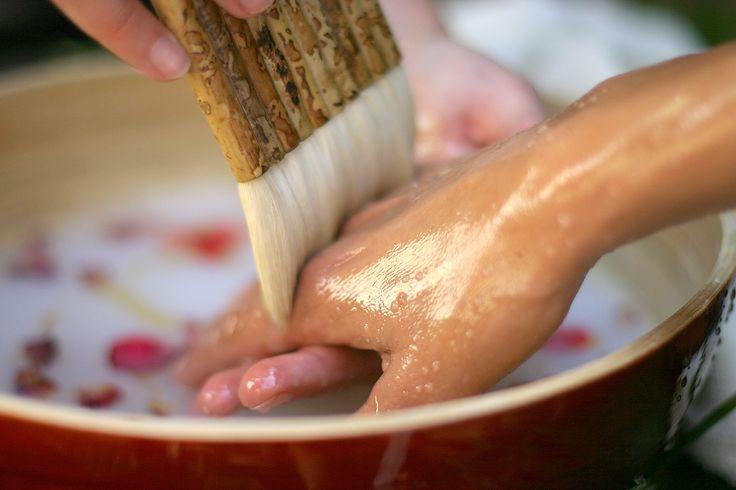 Ayurveda - Handbad gegen trockene Hände | Hotel Bayernwinkel Wellness-Kurhotel