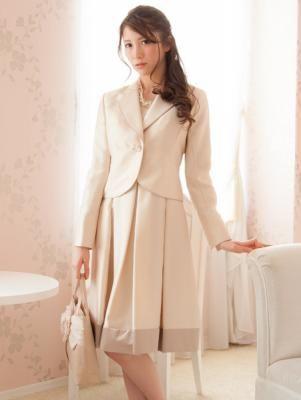 テーラードワンピーススーツはサテンとレースが絶妙です *結婚式 華やかスーツ 女性一覧*