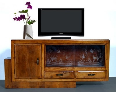 Furniture out of context... old showcase of deco sideboard... new rustic TV cabinet... - read more: http://myartistic.blogspot.com/2011/02/mobile-porta-tv-deco-restaurato.html
