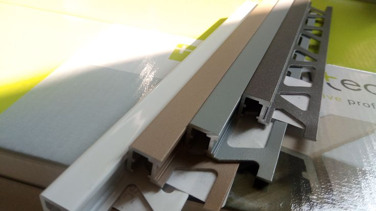 Gama noua de culori a profilelor metalice Profilitec Squarejolly destinate protectiei colturilor placilor ceramice.