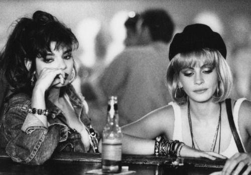 Julia Roberts and Laura San Giacomo, as Vivian Ward and Kit De Luca in Pretty Woman (1990) +Visit my <3 90's board+