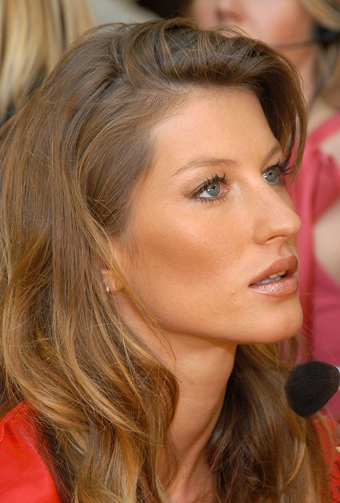 Bella Hadid actually looks like a young Gisele Bündchen ...