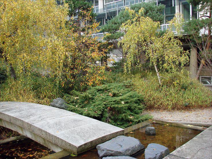 https://flic.kr/p/8WDx4h | Le jardin japonais de Noguchi (UNESCO, Paris) | Le jardin de l'UNESCO, aménagé en 1958 par le sculpteur japonais Isamu Noguchi (1904-1988), a marqué son temps et influencé le domaine de l'architecture de paysage.   www.unesco.org/visit/fr/notices/jardins.htm  Inaugurée en novembre 1958, la Maison de l'Unesco a été conçue par l'Américain Marcel Breuer, l'Italien Pier Luigi Nervi et le Français Bernard Zehrfuss, dont les plans ont été approuvés par des ténors de…