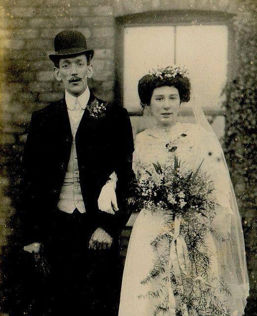 Salvador Dali and his bride Gala 1934. – avec Marcelo Varela.