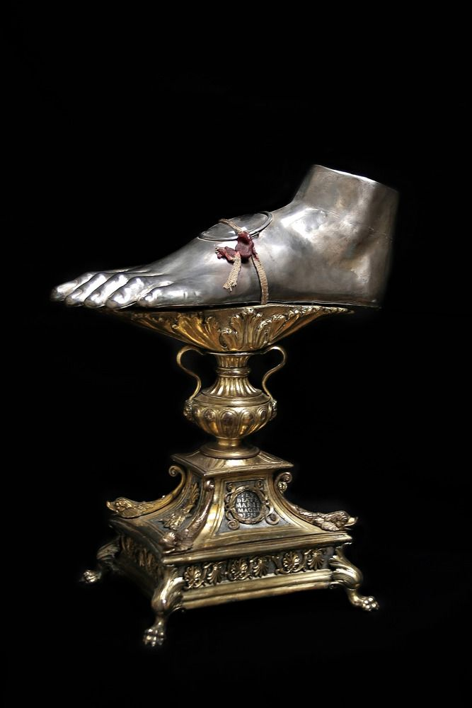 Pilgrims who came to Rome to visit the tomb of Peter would first stop to worship the foot of St Mary Magdalene, the great convert, who was the first person to enter the tomb of the risen Christ? The relic was first located at the entrance of Ponte Sant'Angelo. This foot was first kept in a precious reliquary of Benvenuto Cellini & later made its way to San Giovanni dei Fiorentini, but it was forgotten. Pilgrims will now be able to venerate the relic when they come to visit St. Peter & Rome.