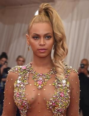 Everything from updos to short naturals are chic enough for the holidays! This gallery of holiday hairstyles for black hair is full of ideas for you!: Holiday Hairstyles: Beyonce
