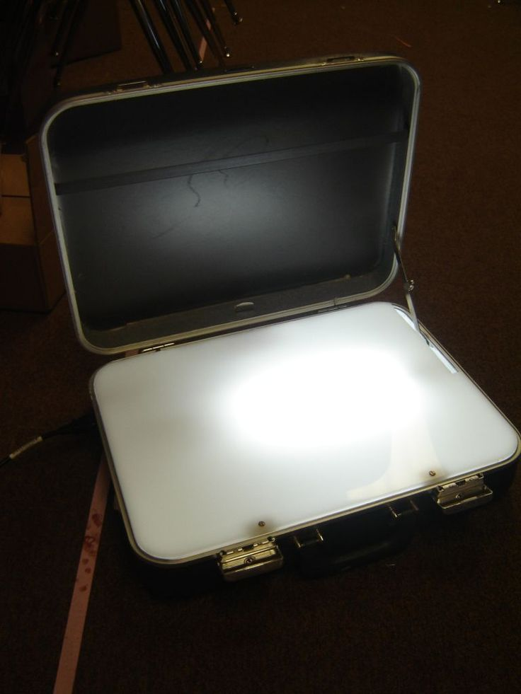 A light box made out of a suitcase! Who would have thought?