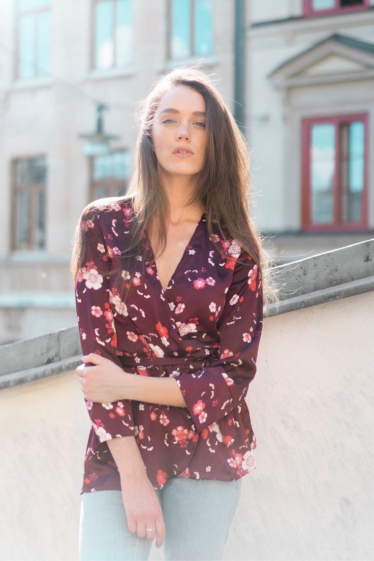 En 23 årig tjej som kommer ifrån Dalarna och bor i Stockholm. Pluggar juridik sedan tre år tillbaka och har ett stort intresse för mode och fotografi. Tycker om att inspirera andra, resa, upptäcka nya platser och lära känna nya människor. Kontakt: judith.foitzik@gmail.com