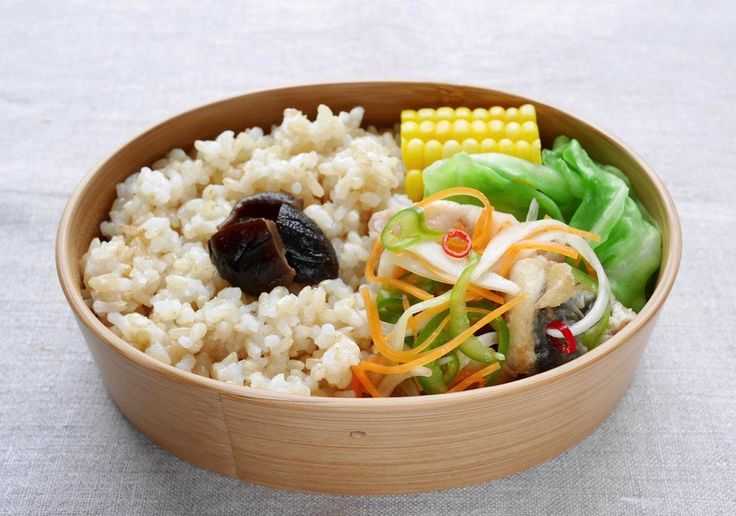 玄米ご飯185g間に海苔 椎茸旨煮、鯵南蛮漬け、キャベツスープ通し、玉蜀黍塩茹、