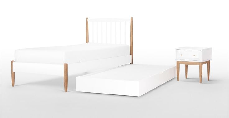 die besten 25 holzbett wei ideen auf pinterest holzdielen vintage betten und vintage bett. Black Bedroom Furniture Sets. Home Design Ideas