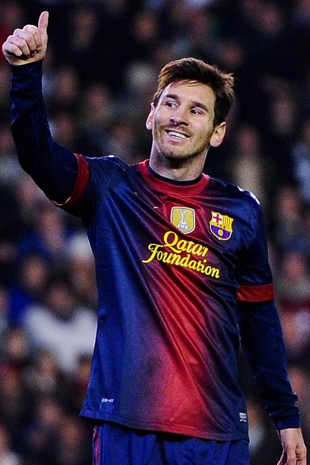 Messi despues de un pase que no alcanzo, como siempre agredecido con su equipo