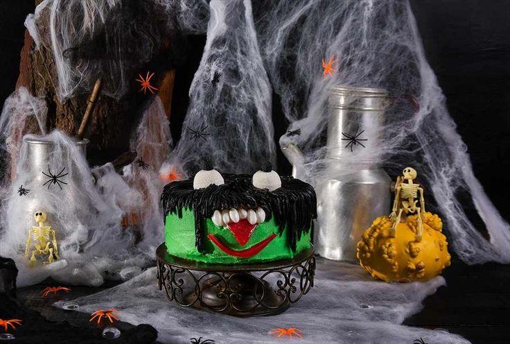 Una tarta para Halloween monstruosa por fuera y divertida por dentro. Descubre cómo se hace!!! http://tienda.fondant-cupcakes.com www.fondant-cupcakes.com